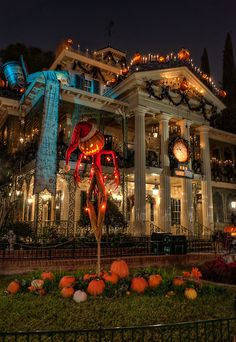 """""""Here Comes Sandy Claws"""" Haunted Mansions Holiday New Orleans Square ....VERY COOL !!"""