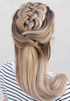 Browse this post to learn about the best styles of five strands wrapped braids for most amazing and cutest look in 2018. You have divide your hair into five equal section to get this exact look. This style of braid is really one of the wonderful ideas to wear for special occasions, celebrations and events.