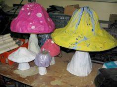 Dizzily Dreaming: How to Papier-Mâché (or Paper Mache) -- Mushroom: Alice in Wonderland Craft, craft, tutorial, knutselen, maak een paddestoel van papier maché Paper Mache Projects, Paper Mache Clay, Paper Mache Crafts, Art Projects, Summer Camp Crafts, Camping Crafts, Fun Crafts, Arts And Crafts, Mad Hatter Party