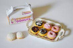 19 Heartbreakingly Adorable Food Miniatures You Can Buy Barbie Food, Doll Food, Tiny Food, Fake Food, Polymer Clay Miniatures, Polymer Clay Crafts, Miniature Crafts, Miniature Food, Mini Craft