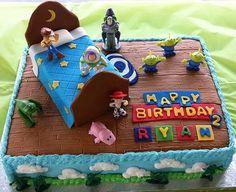 Diseños de pasteles para fiesta de Toy Story http://tutusparafiestas.com/disenos-pasteles-fiesta-toy-story/ Toy Story Party Cake Designs #DiseñosdepastelesparafiestadeToyStory #Fiestasinfantiles #pastelesdetoystory #pastelesparafiestas #Pastelesparafiestasinfantiles #Temasdefiestasparaniño