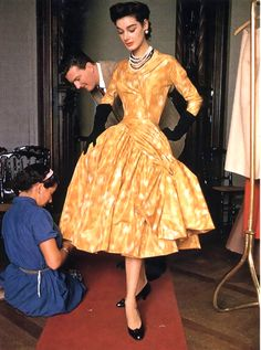 Designer Givenchy with model Jackie, 1953