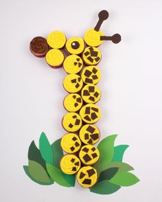 Make a Cupcake Giraffe   Love this for a 1st birthday party