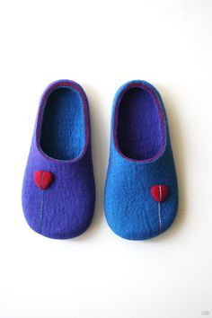 Right or Left / Wool felted slipper от Onstail на Etsy