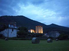 Hotel Rural Torre De Uriz Uriz Hotel Rural Torre de Uriz is near the Irati Forest in Navarre and features an authentic medieval tower. Guests can relax outside in the gardens or in the living room with a fireplace.