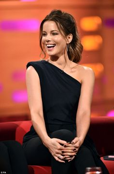 Kate Beckinsale is typically English rose as she makes Oxford Union appearance   Daily Mail Online