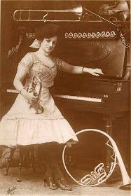 TempoSenzaTempo: A Vaudeville Girl