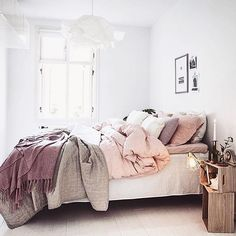 You have a nice living room but no room? And if you partition your living room to create this room you dream? How to create two separate spaces in a room without heavy work? Blush Bedroom Decor, Winter Bedroom Decor, Mauve Bedroom, Cozy Bedroom, Bedroom Inspo, Bedroom Ideas, Scandinavian Bedroom, Winter Bedding, Bedroom Inspiration