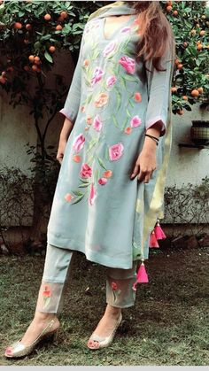 Do you require the best Latest Elegant Punjabi Suit and Salwaar Suit in which case CLICK Visit link to read Kurta Designs Women, Blouse Designs, Pakistani Outfits, Indian Outfits, Punjabi Dress, Punjabi Suits, Salwar Suits, Stylish Dresses, Fashion Dresses