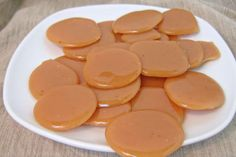 Butterscotch drops These are the best butterscotch candy recipes! This list has recipes for butterscotch fudge, butterscotch truffles, butterscotch drops, and more! Recipe For Butterscotch Fudge, How To Make Butterscotch, Butterscotch Candy, Butterscotch Hard Candy Recipe, Toffee Candy, Hard Candy Recipes, Sweet Recipes, Dessert Recipes, Bonbon