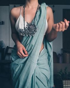 Silver Jewellery & Saree : How To Rock This Combintation! • South India Jewels Trendy Sarees, Stylish Sarees, Saree Blouse Patterns, Saree Blouse Designs, Indian Attire, Indian Outfits, Indian Dresses, Indian Wear, Saree Jewellery