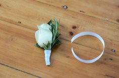 One of the easiest wedding DIY projects to do - making DIY boutonniere for your groom and the groomsmen. These simple instructions show how to do it 1,2,3..