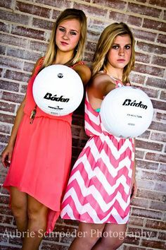 Volleyball Poses for Senior | ... Senior volleyball pose idea #volleyball #photograph