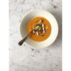 Chilled carrot soup with spices, almonds and mint Carrot Soup, Thai Red Curry, Soup Recipes, Carrots, Delish, Spices, Veggies, Mint, Dinner