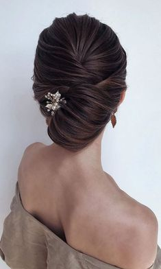 22 Elegant Wedding Hairstyles That Are Right On Trend Elegant wedding hairstyles , best wedding hairstyles, Sophisticated French Twist, wedding. Best Wedding Hairstyles, Elegant Hairstyles, Twist Hairstyles, Headband Hairstyles, Chignon Hairstyle, French Hairstyles, Types Of Hairstyles, Mother Of The Bride Hairstyles, French Knot Hairstyle