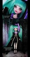 Miku Hatsune OOAK by MyobiMarishka on deviantART draculaura custom monster high doll Custom Monster High Dolls, Monster High Repaint, Custom Dolls, Ooak Dolls, Art Dolls, Pokemon Dolls, Ever After Dolls, Gothic Dolls, Doll Painting