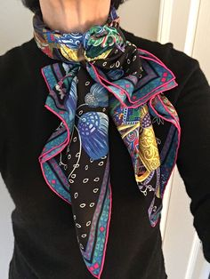 A blog about how to wear tie or knot hermes carres and square silk scarves and how to - Hermes tuch binden ...