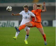 WK voetbal vrouwen 2015 – Oranje Leeuwinnen. De Oranje dames hebben zich geplaatst voor het WK vrouwenvoetbal volgend jaar in Canada. Gisteren werd Italië met 1-2 verslagen en dat was genoeg voor de ploeg van bondscoach Roger Reijners.