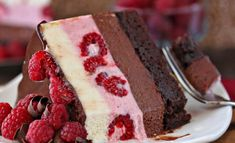 This Chocolate Raspberry Mousse Cake is perfect for any special occasion! With a fudgy brownie base and THREE layers of mousse, it's a showstopper! Chocolate Raspberry Mousse Cake, Raspberry Cake, Raspberry Cheesecake, Strawberry Jello, Sweet Recipes, Cake Recipes, Dessert Recipes, Cupcakes, Cupcake Cakes