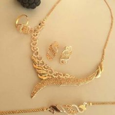 Gold Chain Design, Gold Bangles Design, Gold Earrings Designs, Gold Jewellery Design, Necklace Designs, Bridal Jewelry Vintage, Gold Wedding Jewelry, Gold Jewelry Simple, Wedding Necklaces