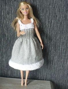 Robe pour Barbie blanche et grise