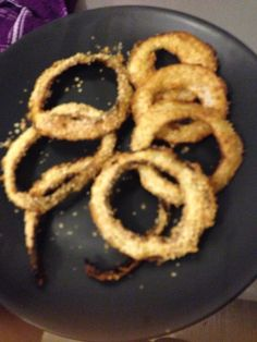 Homemade slimming world onion rings - syn free.  Sliced rings of onion dipped in beaten egg, coated in smash powder and sprayed with BBQ fry light!