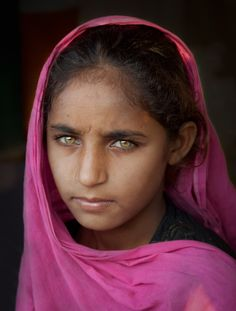 "Pakistani Girl, inspired by Steve McCurry's ""Afghan Girl"".Photo by Ali Khataw We Are The World, People Around The World, Beautiful Eyes, Beautiful People, Amazing Eyes, Afghan Girl, Steve Mccurry, Pakistani Girl, Look Into My Eyes"