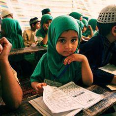 Girl in madrasah - Srinagar, India by Maciej Dakowicz Srinagar, Cute Kids, Cute Babies, Bless The Child, Workshop, Russia News, Islamic Pictures, People Of The World, Kids Learning