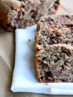 Delicious for breakfast! Super moist and Healthy Dark Chocolate Raspberry Oatmeal Banana Bread #glutenfree