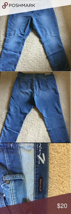 SEVEN7 JEANS plus size 20 You will feel super comfortable in these jeans as they have a nice stretch to them are also very flattering from a nice high quality line from Seven7 jeans true to size women's plus 20 gently worn ready to be shipped Seven7 Jeans