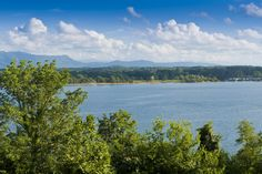 TENNESSEE: DOUGLAS LAKE      Also known as Douglas Reservoir, this lake in the foothills of the Great Smoky Mountains attracts close to 2 million visitors each year. It's a popular vacation destination for families. The best lakes in all 50 U.S. States