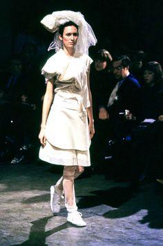 Comme des Garçons Spring 1998 Ready-to-Wear Fashion Show - Laurence Desbisschop