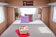 Recortes Decorados: Caravanas: Mi casa va conmigo. Toddler Bed, Furniture, Bora Bora, Blog, Home Decor, House Decorations, Rv Camping, Starcraft Campers, Interiors