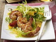 Weitere Salat Rezepte: Garnelen in Honig-Marinade auf Endivien-Mango-Salat
