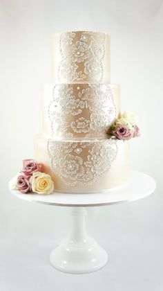 Exquisite wedding cake For more wedding and fashion inspiration visit www.finditforweddings.com