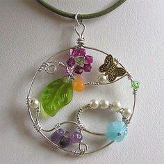 Colgante en plata esterlina de alambre con piedras preciosas, esterlina, plata, collar, colgante, cuero, Swarovski, cristal, mariposa, flor, naranja, jade, amatista