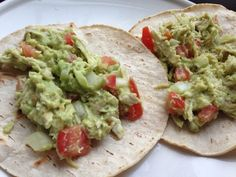 Avocado chicken tacos! A healthy and delicious lunch idea that will give you energy for the rest of your day! #avocado #chicken #tacos #recipes #healthy #lunch #dinner