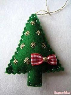 Sew Felt toys on the Christmas tree - sewing Felt Christmas Ornaments, Handmade Ornaments, Diy Christmas Gifts, Felt Crafts, Christmas Crafts, Holiday Crochet, Christmas Inspiration, Felt Toys, Applique Designs