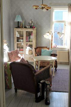 eclectic shabby living room | niina nunelmia