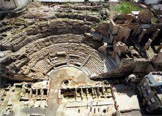 Teatro Romano de Cartagena (España) antes de la restauración.