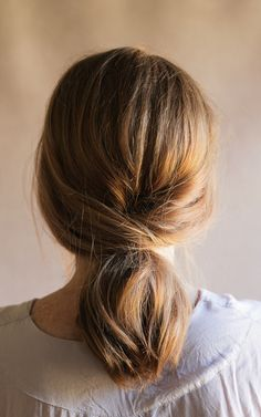By beauty contributors Molly and Joanna of Irrelephant This year we see simplicity take over for the holidays. That includes hair for all of our friends and family gatherings. We bring you this easy wrap around low pony tutorial that can see you through the whole day, from cooking turkey in the morning to enjoying … Up Dos For Medium Hair, Medium Hair Styles, Long Hair Styles, Braids For Short Hair, Beautiful Long Hair, Pretty Hairstyles, Easy Hairstyles For Medium Hair, Holiday Hairstyles, Hairstyle Ideas