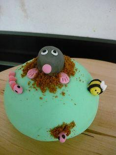 taart mol fondant Fondant Dog, Fondant Cakes, Mole Day, Cakepops, Baking Ideas, Frosting, Om, Cupcakes, Desserts
