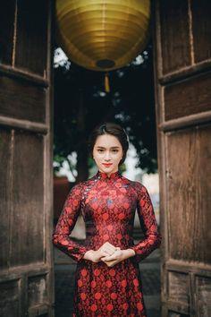 Những tông màu ngọt ngào của mùa xuân như hồng đào, đỏ, cam san hô… đang được các Sao Việt ưu chuộng trong những ngày này.