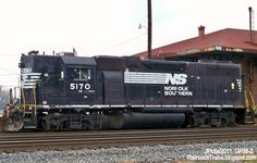 Norfolk Southern Trains   ... high Hood Train Engine NORFOLK SOUTHERN RAILROAD Fort Valley Georgia