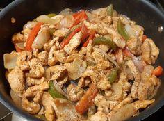 Recette: Sauté de poulet et ses poivrons. Jus D'orange, Japchae, Pasta Salad, Casserole, Bread, Chicken, Ethnic Recipes, Food, Frying Pans