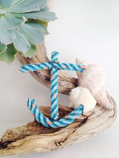 This anchor decoration would make the perfect keepsake as a party favor or decoration for your special day. Your guests will love that its