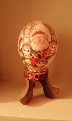 Huevo avestruz con decoupage navideño