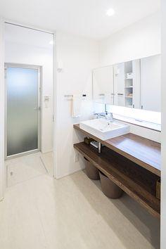 庇(ひさし)がある家・間取り(福岡県福岡市) | 注文住宅なら建築設計事務所 フリーダムアーキテクツデザイン Natural Interior, Washroom, Powder Room, Double Vanity, Bathtub, Luxury, House Ideas, Modern Bathrooms, Standing Bath