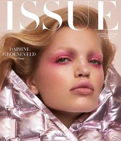 Daphne Groeneveld wears Chanel on the latest cover of Issue Magazine photographed by Zoey Grossman with styling by Anna Katsanis. Hair and makeup by Michael Silva and Lottie, nails by Geraldine Holford. Natural Summer Makeup, Summer Makeup Looks, Beauty Photography, Editorial Photography, Super Rich Kids, Daphne Groeneveld, Issue Magazine, Magazine Covers, Tom Ford Beauty