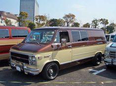 Old Vintage Cars, Vintage Trucks, Chevy Pickups, Chevy Trucks, Chevrolet Van, Chevy Vehicles, Gmc Vans, Old School Vans, Vanz